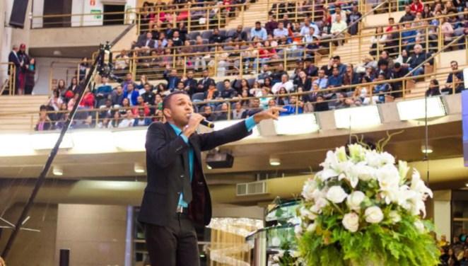 Cantor gospel Salomão vendia passagens mais baratas que as empresas de turismo.