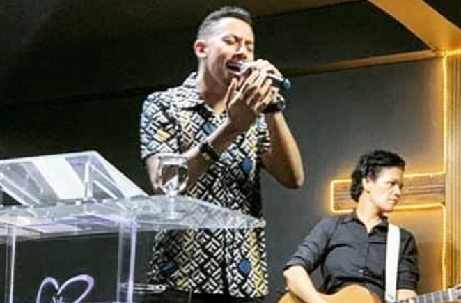 Cantor gospel Maikon Balbino quer se firmar como referência LGBT.