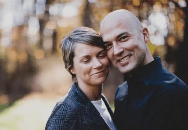 Pastor Joshua e sua ex-esposa.