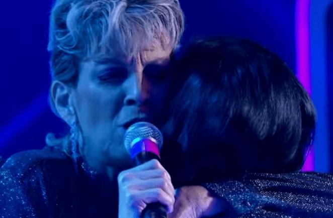 Cantora gospel Ludmila Ferber faz surpresa para caloura do Raul Gil.