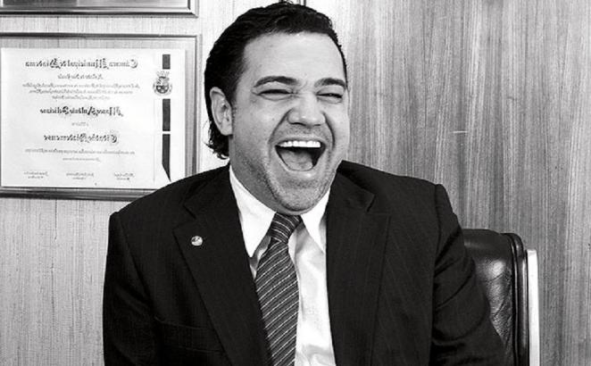 Pastor Marco Feliciano gasta 157 mil em sorriso.