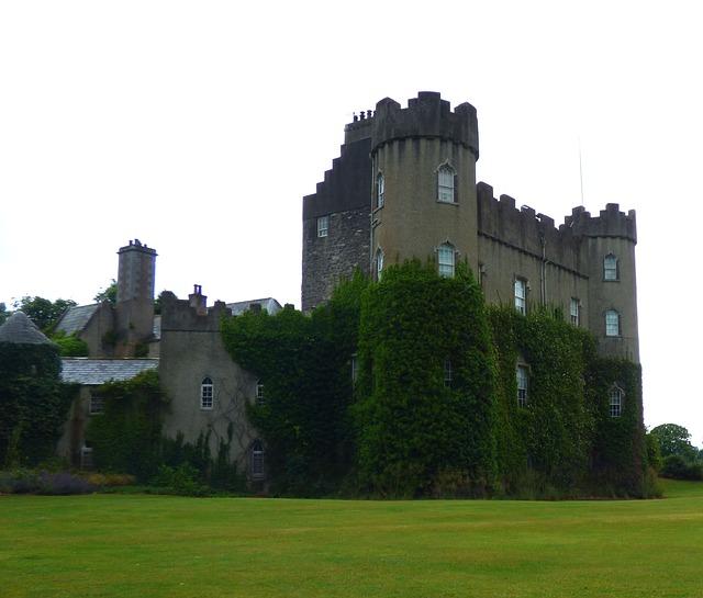 Visitare il castello di Malahide Località sulla costa di Dublino