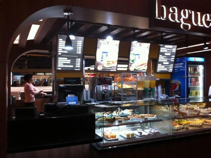 Lanchinho bem servido no ponto da Baguete  na Rodoviária Portuguesa Tietê. Pagar Subway pra quê?