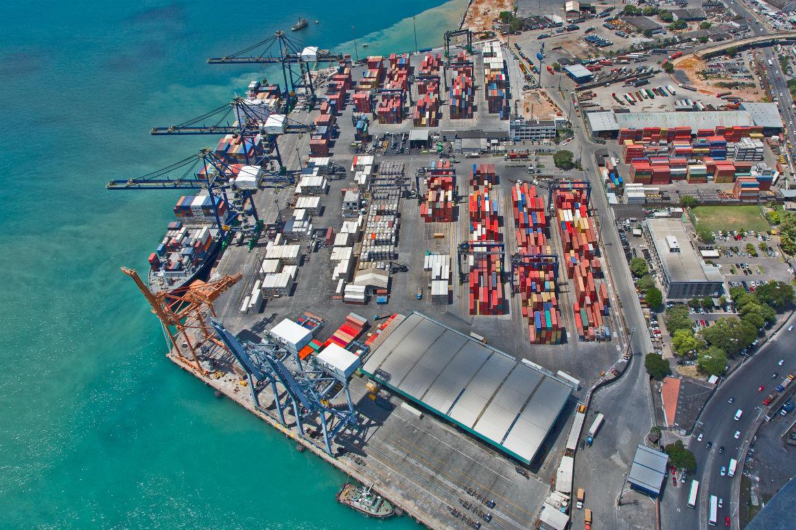Tecon Salvador pode receber navios maiores