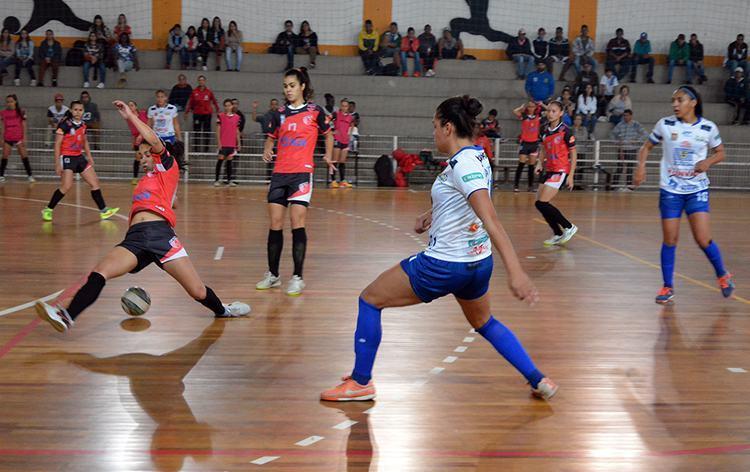 89682790e9 Futsal feminino de São José perde a 1ª partida da semi no Metropolitano
