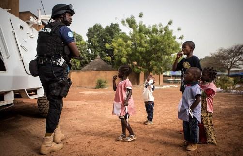 A MINUSMA, através do componente da polícia UNPOL e da Unidade de Proteção à Criança, na aldeia SOS de Sanankoroba. Foto: MINUSMA / Harandane Dicko
