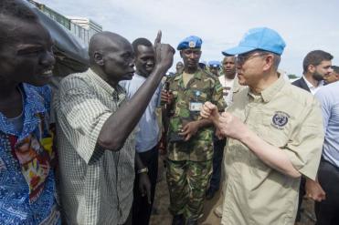 Na foto o Secretário-Geral Ban Ki-moon durante visita no Sudão do Sul (UNMISS), em Juba. Foto: Isaac Billy/ UN (06/05/2014)