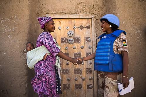 Patrulha da polícia da UNPOL em Timbuktu para garantir a população da cidade enfrentando ameaças terroristas e crime organizado que a cidade conhece.UN Photo Harandane Dicko/MINUSMA