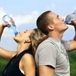 Nutricionista afirma que beber muita água pode ser desperdício de tempo
