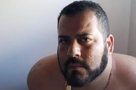Pai que fugiu com doações para filho com doença rara é preso em Salvador