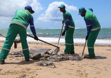 Manchas de óleo já atingiram nove praias em Salvador