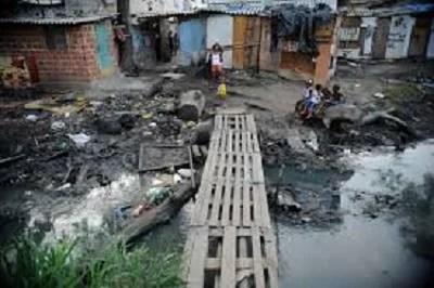 Extrema pobreza e desigualdade crescem há 4 anos, diz IBGE