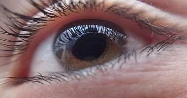 Primeiro transplante de córnea artificial devolve visão para homem cego