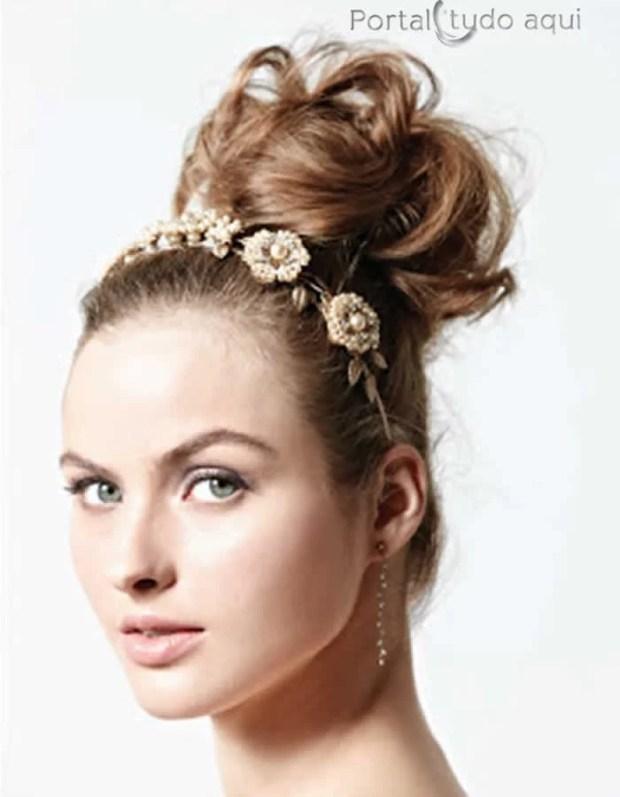 penteados-para-debutante-coque-alto-com-tiara