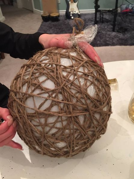 twine-spheres-diy-tutorial-christmas-decorations-crafts-how-to (2)