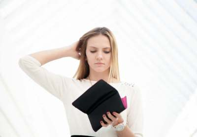 geld uitgeven, spenden, detox, geldgewoontes, geldgewoonten, geld, gewoontes, gewoonten, minder uitgeven, besparen, sparen, leren sparen