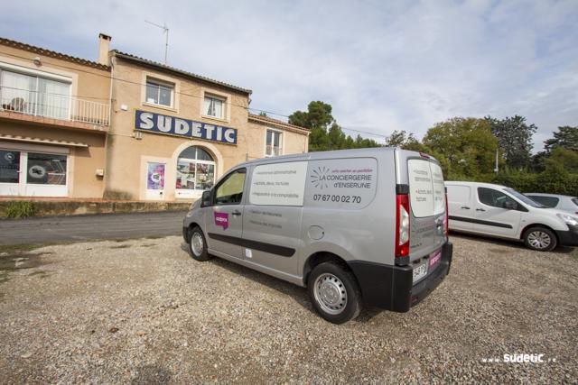 Décoration Peugeot Expert de la Conciergerie d'Enserune par Sudetic
