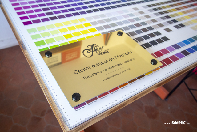 Plaque Dibond Or Brillant pour le centre culturel de l'Arc Latin par SUDETIC