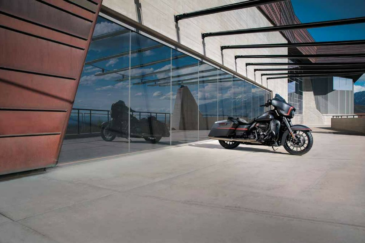 harley turns petrol into noise 4 light ballast wiring diagram the davidson cvo street glide makes short of long roads many may remember that back in 1994 company filed a sound trademark application not surprisingly s competitors opposed filing