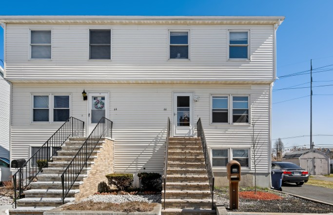 Rare 2BR Townhouse Near Beaches in Revere