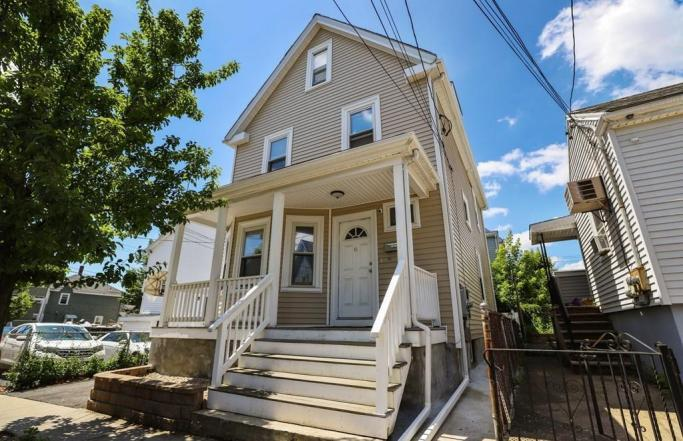 Renovated 4BR Colonial with Loft in Everett