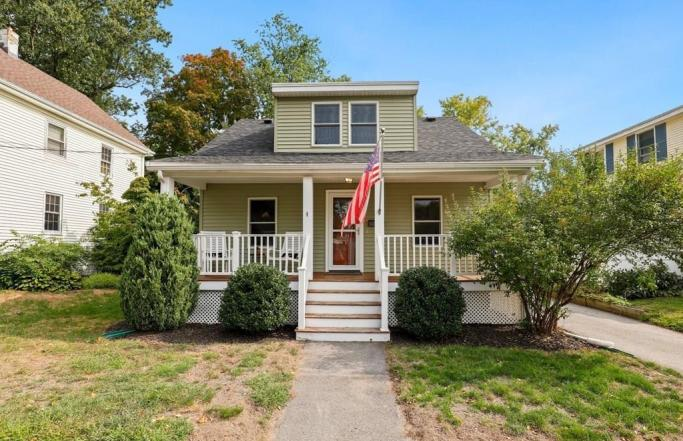 Renovated 3BR Cape on Danvers Side Street