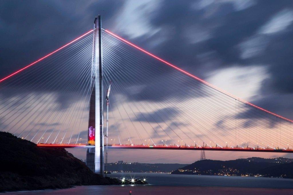جسر اسطنبول الثالث ليلاً