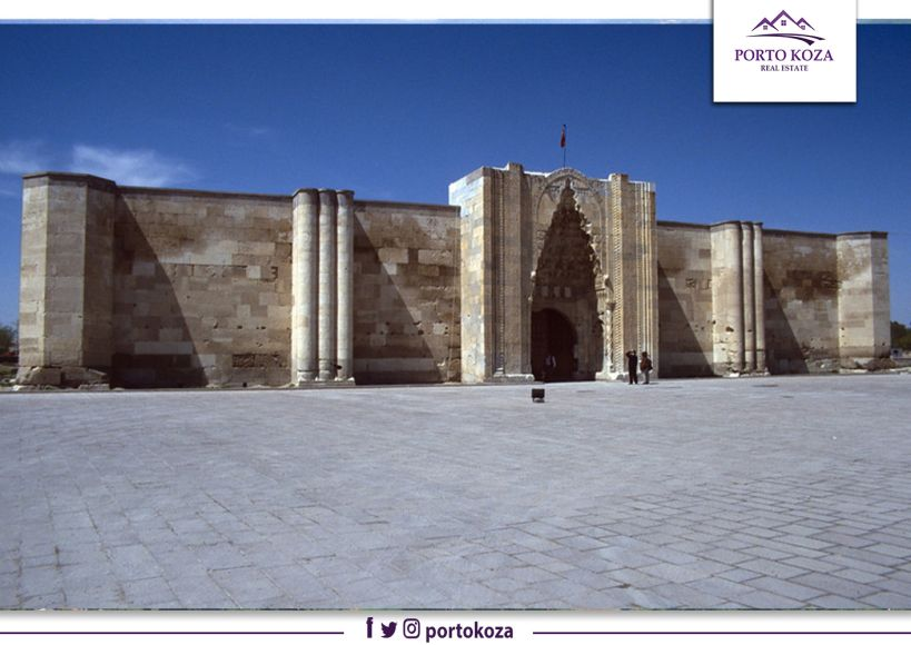"""""""خان السلطان"""".. أكبر محطة قوافل تاريخية في تركيا والعالم"""