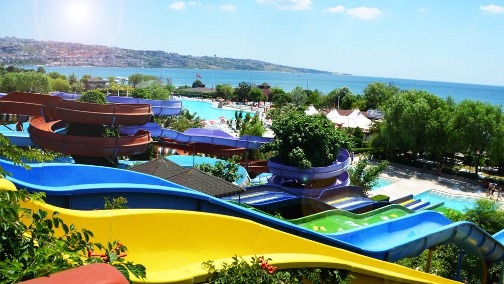 مدينة الألعاب المائية اكوا مارينا (Büyükçekmece Grand Aqua Marine)