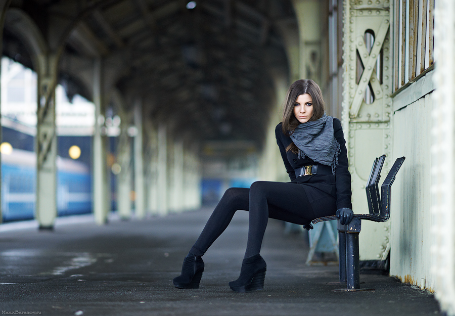 Wallpaper Girl Asian Stare At Railway Station Portrait Photos