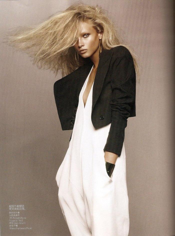 "Anna Selezneva photographed by Sølve Sundsbø in ""Revolutionary Blazer"" for Vogue China, March 2010 3"