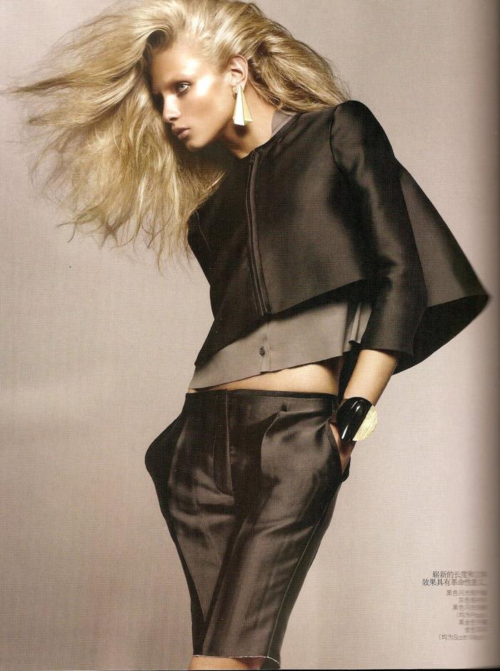"Anna Selezneva photographed by Sølve Sundsbø in ""Revolutionary Blazer"" for Vogue China, March 2010 7"