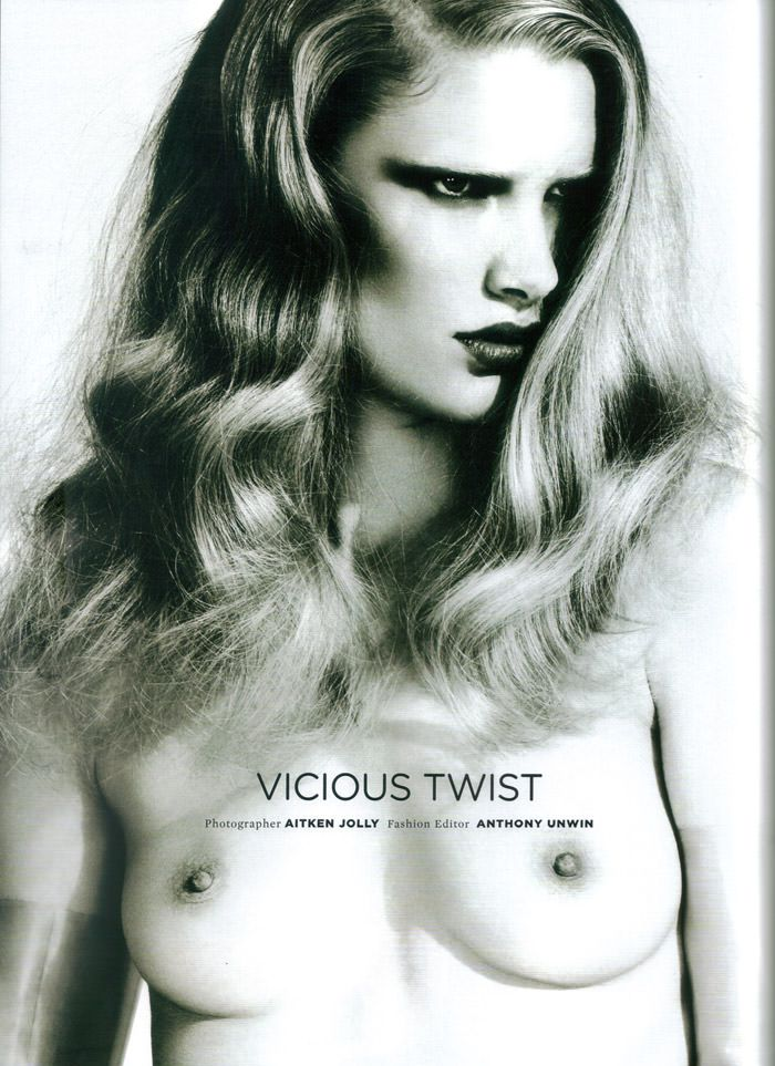 """Jessica Marie & Ilse de Boer photographed by Aitken Jolly in """"Vicious Twist"""" for Wonderland Magazine, May 2010 1"""
