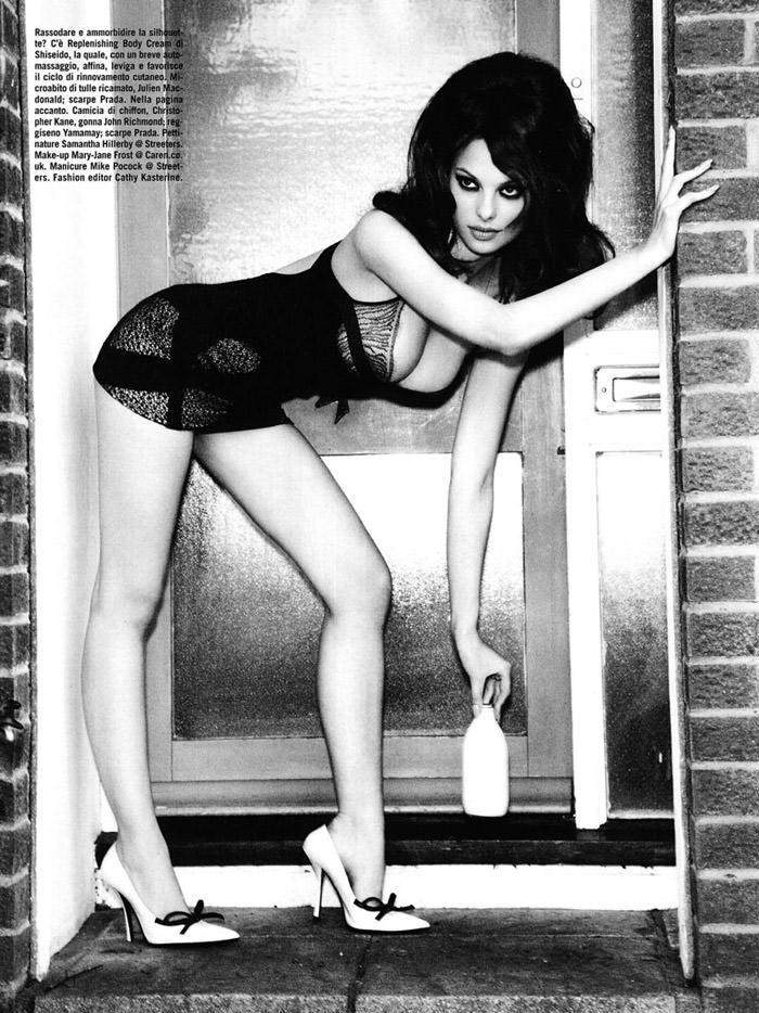 Dioni Tabbers photographed by Ellen Von Unwerth for Vogue Italia, July 2010 6