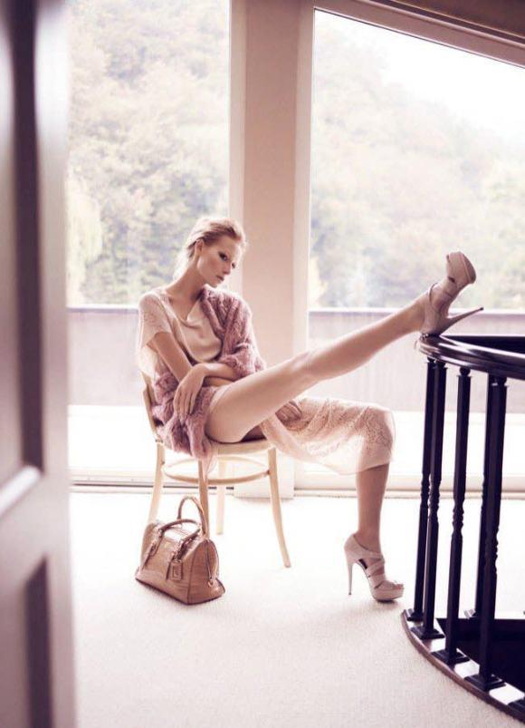 Wiola Kowal photographed by Emre Guven for Harper's Bazaar Türkiye, November 2010 6