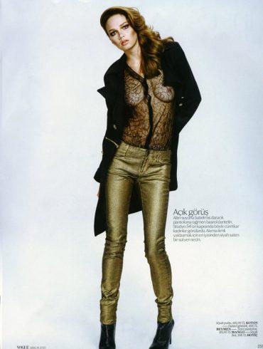 """Elena Lomkova photographed by Emre Dogru in """"Stüdyo 54"""" for Vogue Türkiye, December 2010 1"""