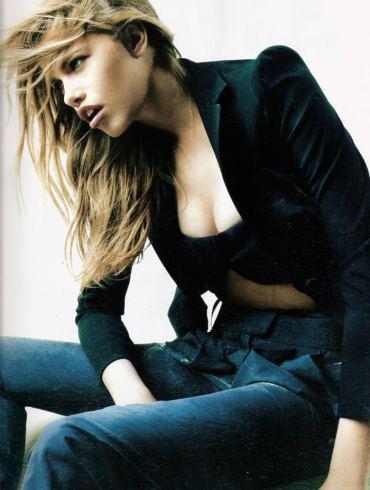 """Hailey Clauson photographed by Victor Demarchelier in """"El Gran Azul"""" for Vogue España, March 2011 1"""