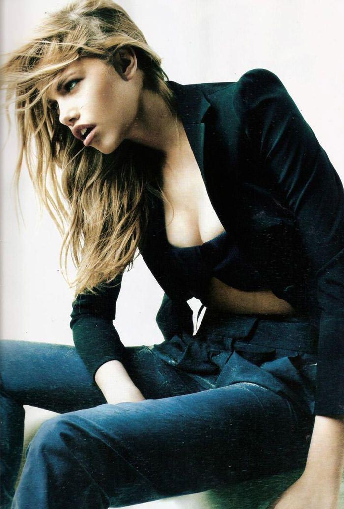 """Hailey Clauson photographed by Victor Demarchelier in """"El Gran Azul"""" for Vogue España, March 2011 5"""