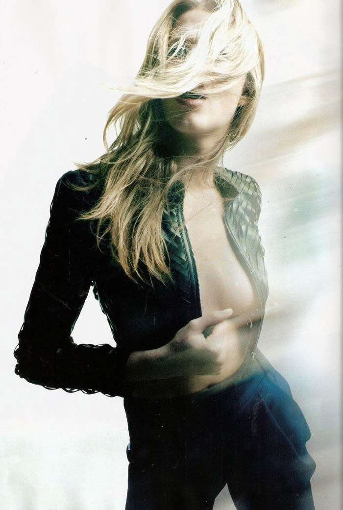 """Hailey Clauson photographed by Victor Demarchelier in """"El Gran Azul"""" for Vogue España, March 2011 6"""