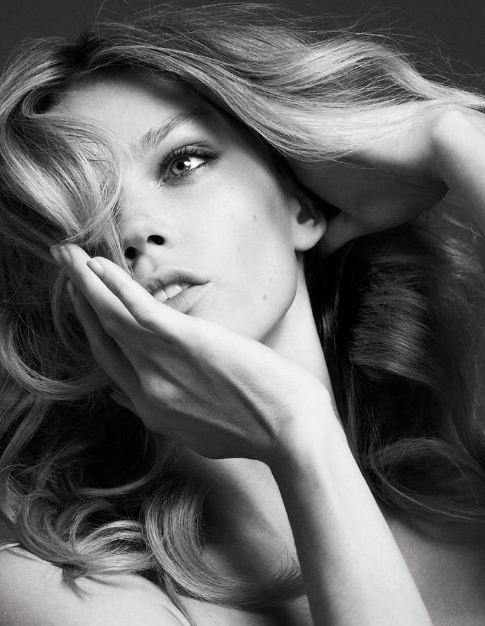 Masha Novoselova photographed by Markus Pritzi
