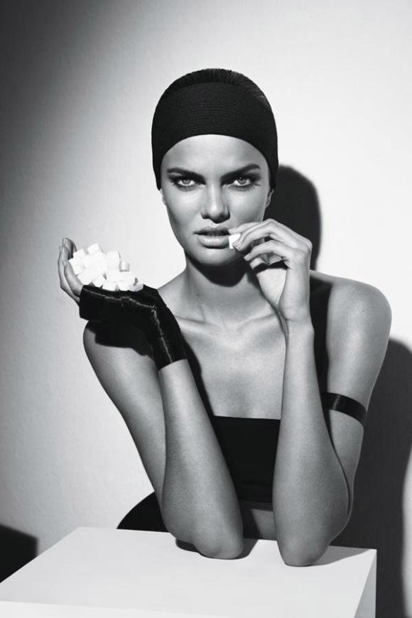 Barbara Fialho by Manuel Nogueira for Elle Brazil