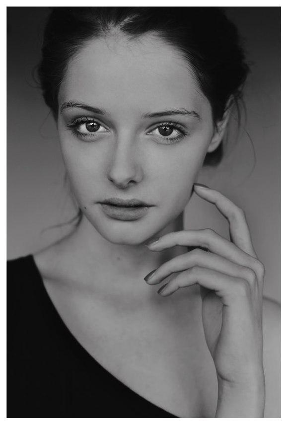 Paulina Matuszkiewicz by Hania Komasinska