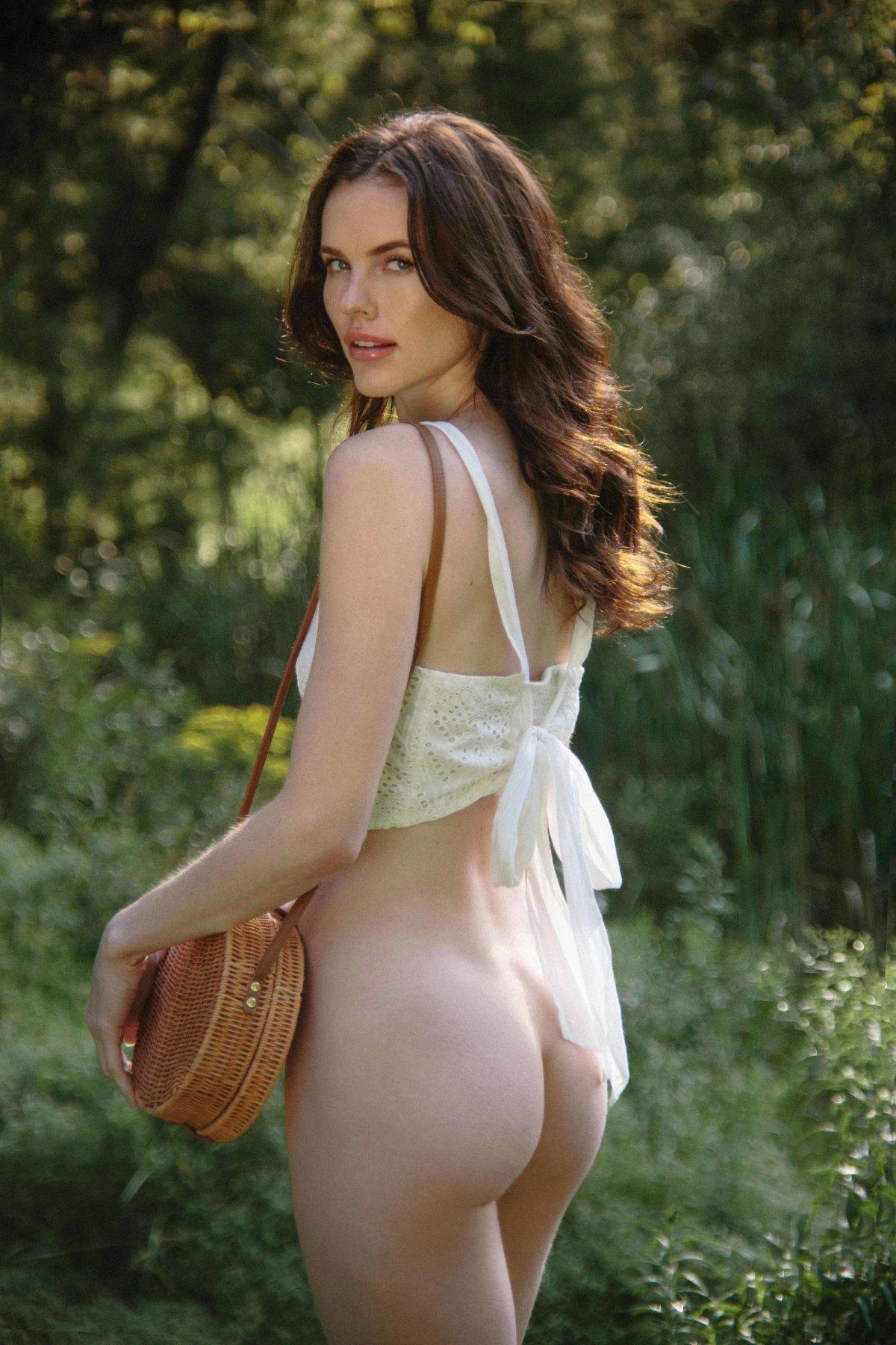 Lauren Buys by Jen Senn