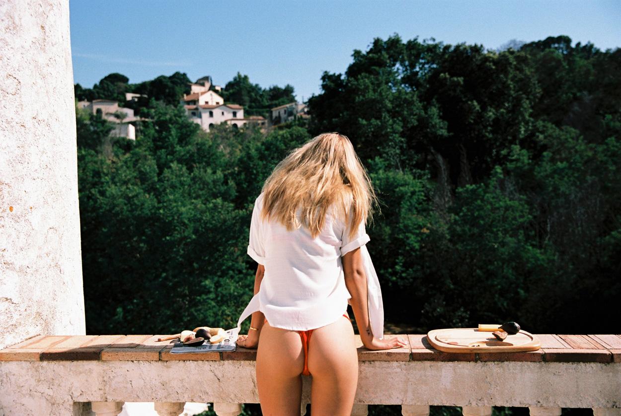 Lea Dina Mohr by Cameron Hammond