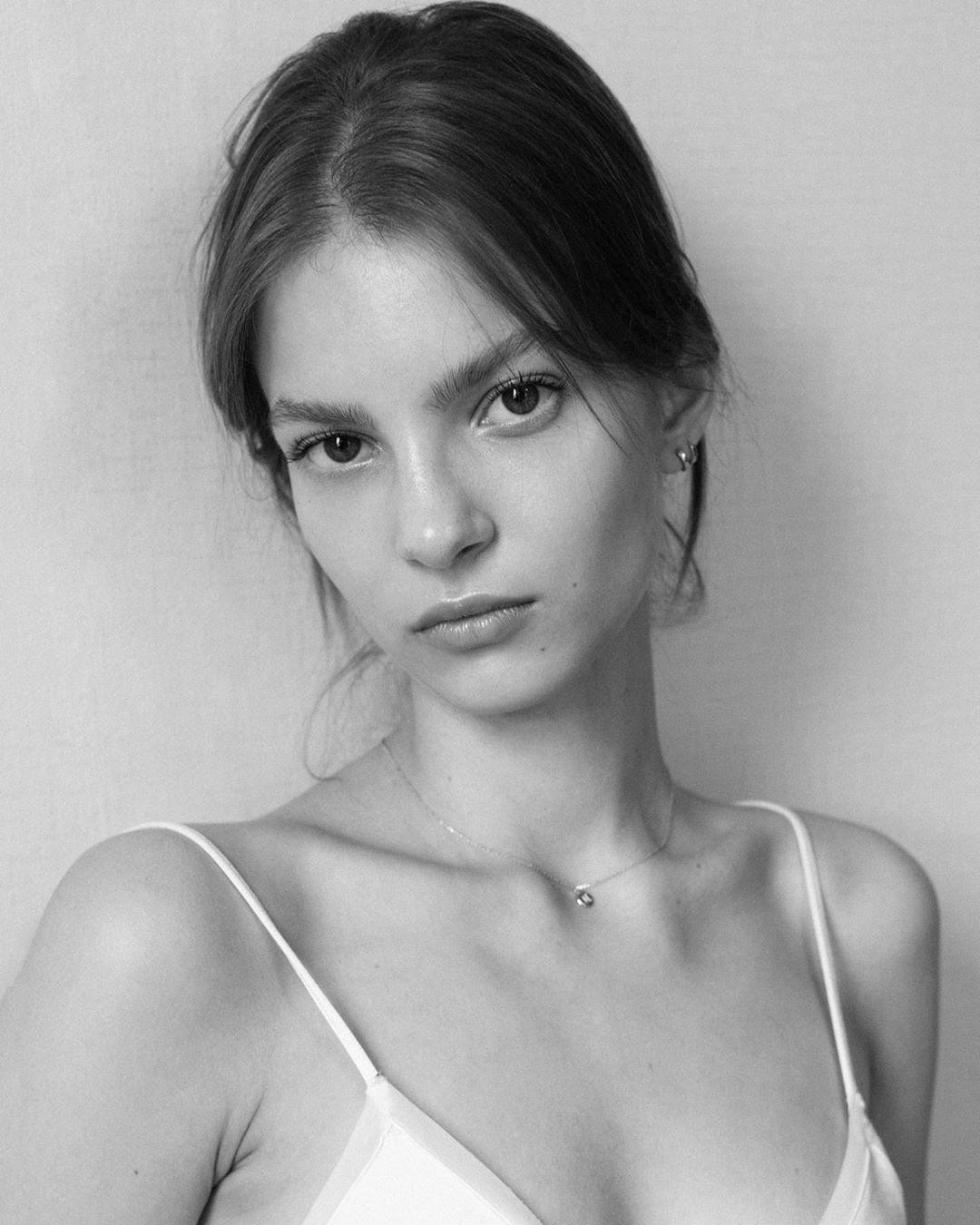 Nastya Zhuleva by Dzijana Papleuka