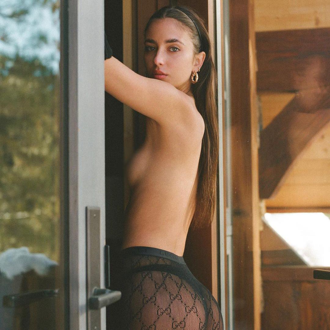 Elisha-Herbert-topless