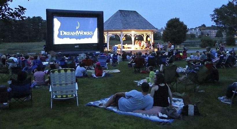 Film Outdoor Movie Night In Exeter 2015 08 06 200000