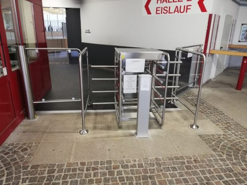Eingangs Drehkreuz und Kasse