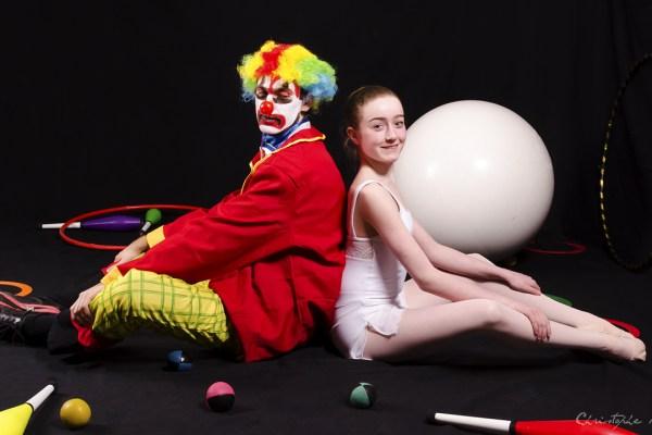 clown-et-danseuse-dos--dos