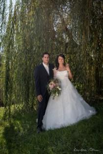 Couple de mariés sous le Saule du village